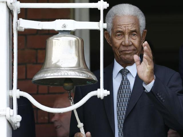 Sir Garfield Sobers rings the bell before the afternoon session as a tribute to Muhammad Ali.