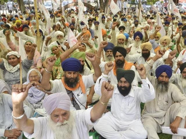 Activists of the Kisan Sangharsh Committee raising slogans during a protest outside the deputy commissioner office in Amritsar on Thursday.