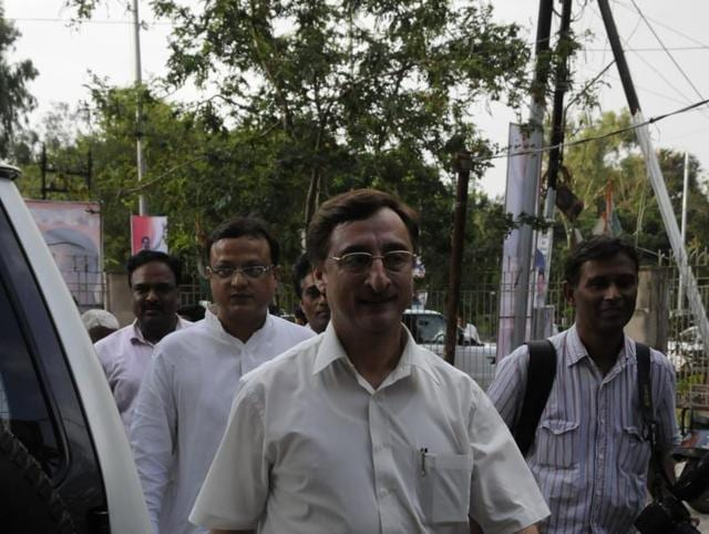 Senior Congress leader Kamal Nath outside the PCC office in Bhopal on Thursday.