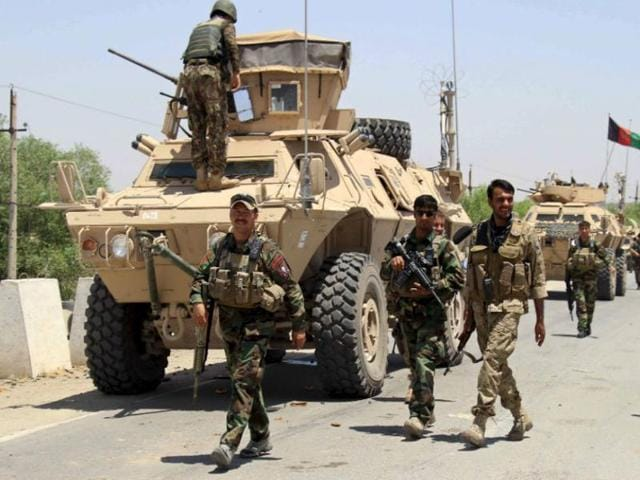 Afghan forces prepare for battle with Taliban on the outskirts of Kunduz city, northern Afghanistan on June 21,2015.
