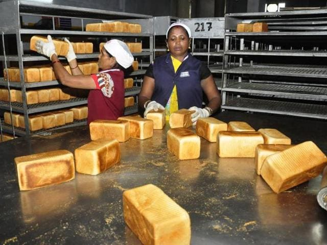 Potassium Bromate — used to make bread rise — is known to cause cancer of the thyroid, kidney and abdominal lining, and is banned in several countries including the European Union, Canada, China, Australia and New Zealand.(HT File Photo)