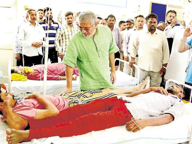 Patiala MP Dr Dharamvira Gandhi meeting the diarrhoea patients at the Samana civil hospital in Patiala on Friday.