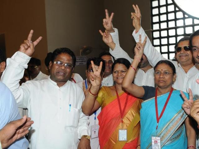 MLAs queue up in Madhya Pradesh assembly premises for voting in Rajya Sabha election in Bhopal  on  Saturday, June 11, 2016.