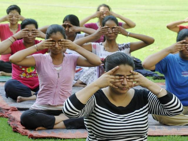 The Ayush ministry has sanctioned Rs 7 crore for the mega yoga event to be held at the Capitol Complex, where Prime Minister Narendra Modi will perform yoga 'asanas' along with 30,000 participants.(HT Representational Image)