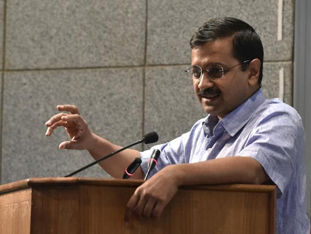 The Delhi government thus wants a separate entrance test for DU – and argues that in the 28 colleges which receive funds from the Delhi government, students from the capital should be given priority by allotting five percentage points.