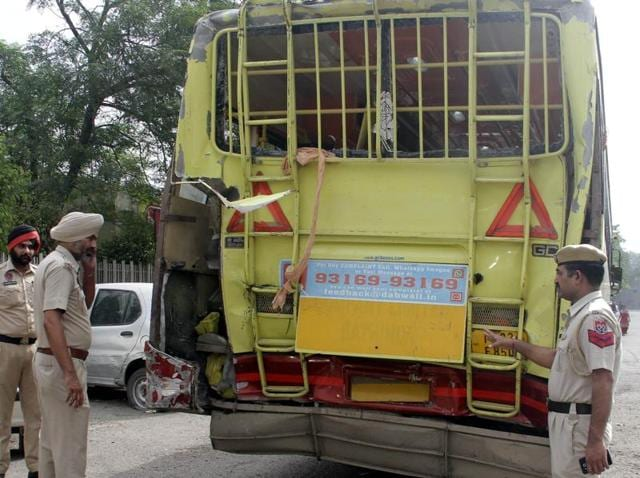 truck,bus,Ferozepur road