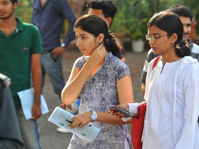 IStudents had a difficult time accessing the result for the Joint Entrance Examination (JEE) Advanced 2016 on Sunday as the board's server developed a technical glitch and crashed.