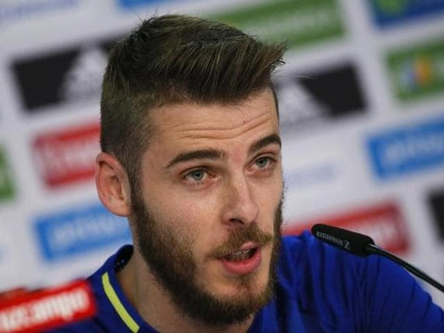 The scandal has further complicated coach Vicente del Bosque's decision on whether he will back the on-form De Gea or immensely experienced Casillas.