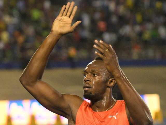Bolt powers past Yohan Blake, left, and Asafa Powell, right, for the win.