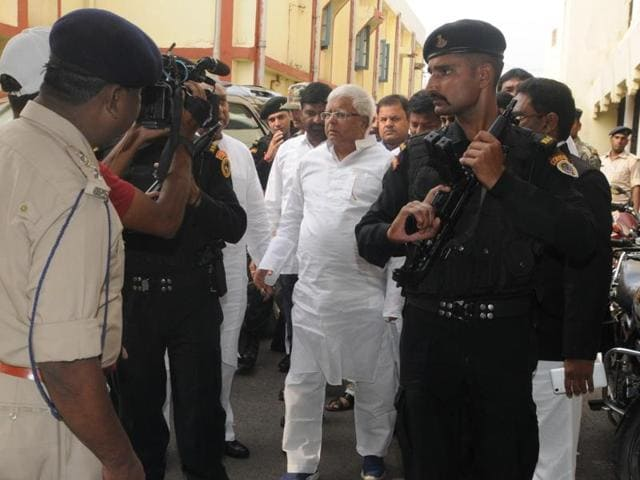 RJD President Lalu Prasad proceeding to appear before a CBI court in connection  with the fodder scam case. (Photo by Parwaz Khan/ Hindustan Times)