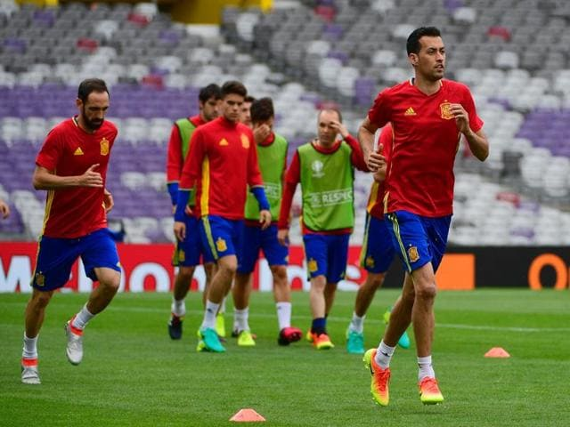 Spain's defender Juanfran (left) and midfielder Sergio Bosquets (right) attend a training session at the stadium in Toulouse.