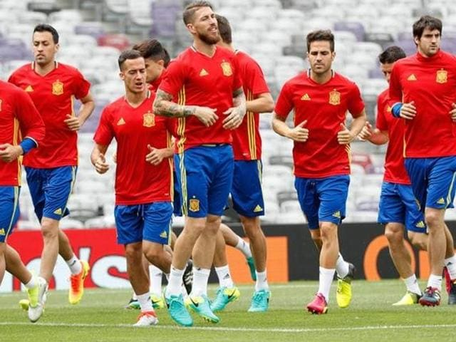 Spain's defender Juanfran (left) and Spain's midfielder Sergio Bosquets (right) attend a training session at the stadium in Toulouse.