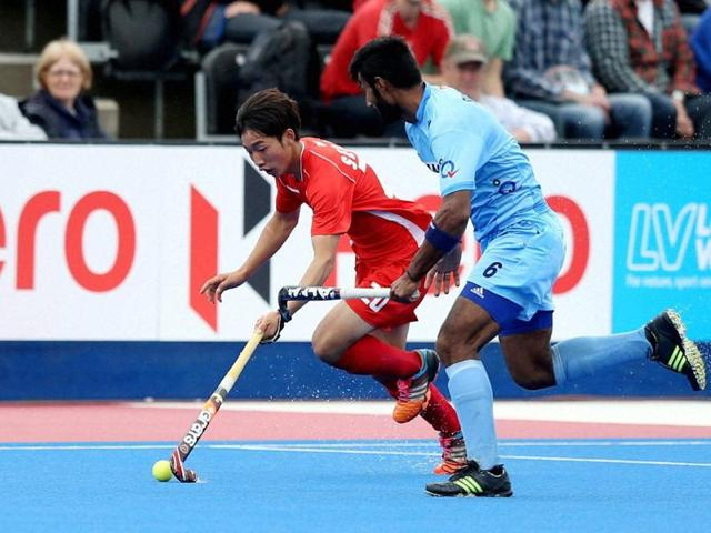 India's Surender Kumar (right) and South Korea's Seo Woohyeong battle for the ball during day four of the FIH Men's Champions Trophy at the Queen Elizabeth Olympic Park, London.