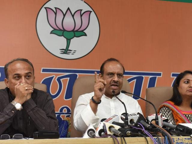 BJP leader Vijender Gupta, along with others, addresses the media about 21 AAPlegislators as well as the water scarcity in Delhi.