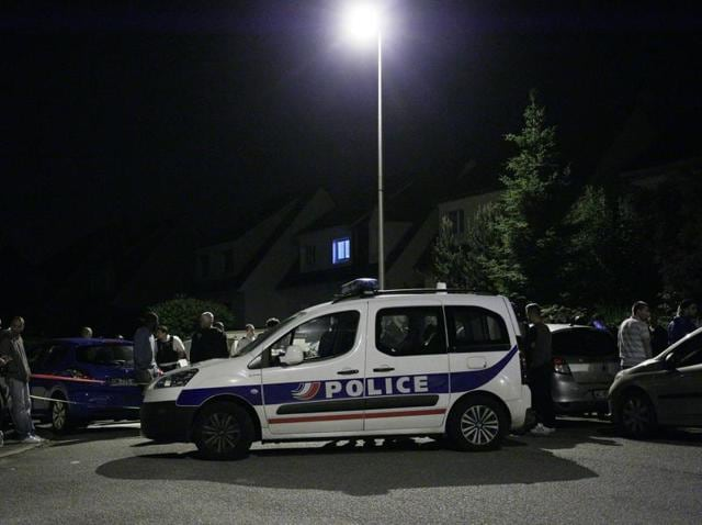 French policeman stabbed