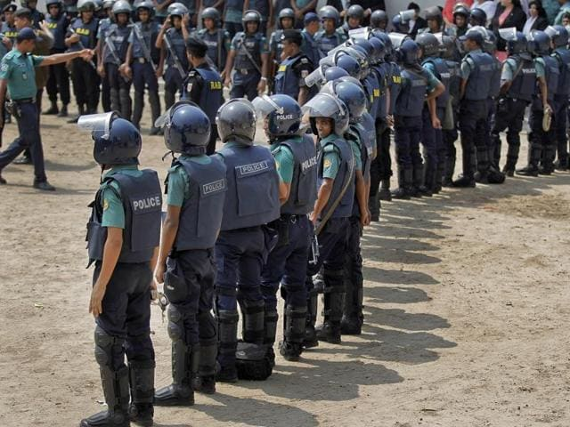 The attack comes amid a week-long police crackdown on militant groups in Bangladesh in the wake of recent violence by suspected Islamists.