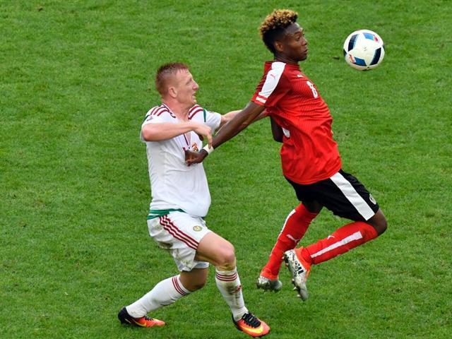 Hungary's midfielder Laszlo Kleinheisler (left) challenges Austria's midfielder David Alaba during the Euro 2016 group F football match against Hungary at the Matmut Atlantique stadium in Bordeaux.