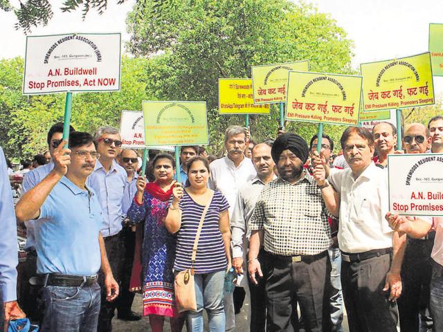 Homebuyers gathered outside the Mini Secretariat on Thursday and protested against several builders.