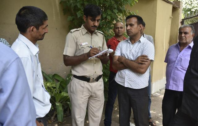 Delhi Police team investigating Chhattarpur murder case, where a 38-year-old businessman was strangulated to death allegedly by a gang of robbers, who first sedated the victim's parents with chloroform and then attacked him .