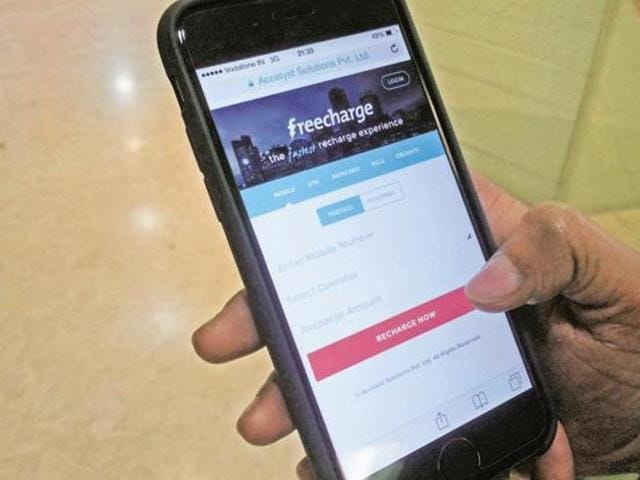 Mobile wallet companies FreeCharge and MobiKwik, battling for the second position in India, were slugging it out on social media since Wednesday.