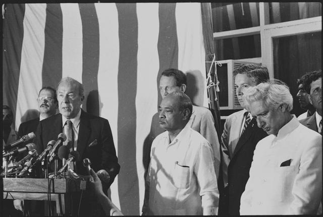 PV Narasimha Rao, MK Rasgotra and US ambassador to India, Harry G Barnes Jr., receiving US secretary of state George P Shultz on 29 June 1983. (Virendra Prabhakar/HT)