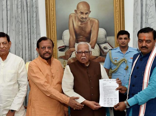 BJP delegation led by State President Keshav Prasad Maurya handing over memorandum to Uttar Pradesh Governor Ram Naik over Kairana issue at Governor house in Lucknow on Friday.(PTI)