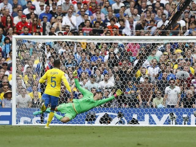 Eder scores Italy's first goal in the 88th minute during their Euro 2016 football match against Sweden.