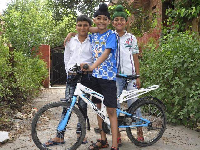 Gurshan Singh (centre) with friends Tushar Sood and Anmol Singh Grewal on Thursday.