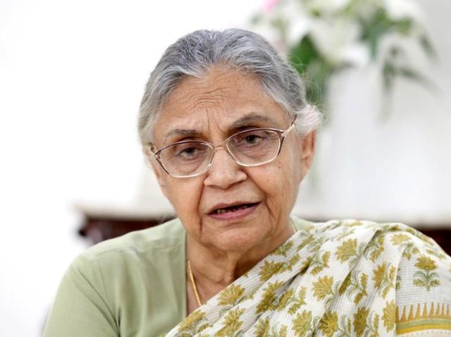 Former Delhi CM Sheila Dikshit is under the scanner for her alleged role in the water tanker scam worth Rs 400 crore.(Vivek R Nair/HT file)