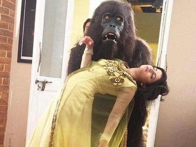 The makers of Thapki Pyaar Ki have come up with en epic twist in the tale that will show a gorilla fall for the leading lady.