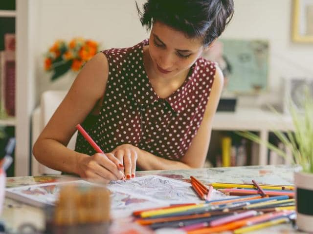 Can colouring, drawing, modelling with clay or collage reduce the symptoms of anxiety? Apparently they can.