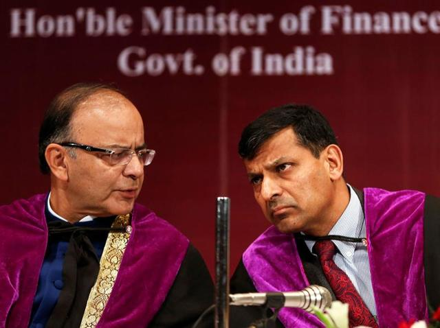Finance minister Arun Jaitley speaks to RBI governor Raghuram Rajan during a convocation ceremony for students at a university in Mumbai