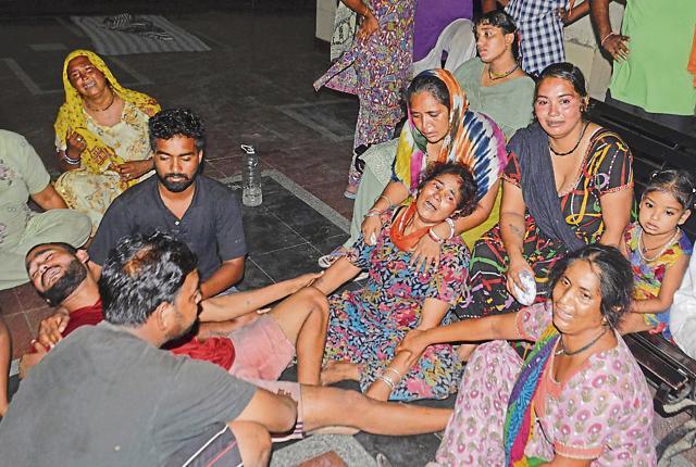 Victim Dalbir Singh's family mourning his death.