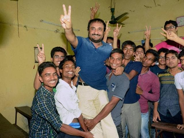 Students of 'Super-30' group celebrate with their teacher Anand Kumar after the result of IIT JEE Advanced.