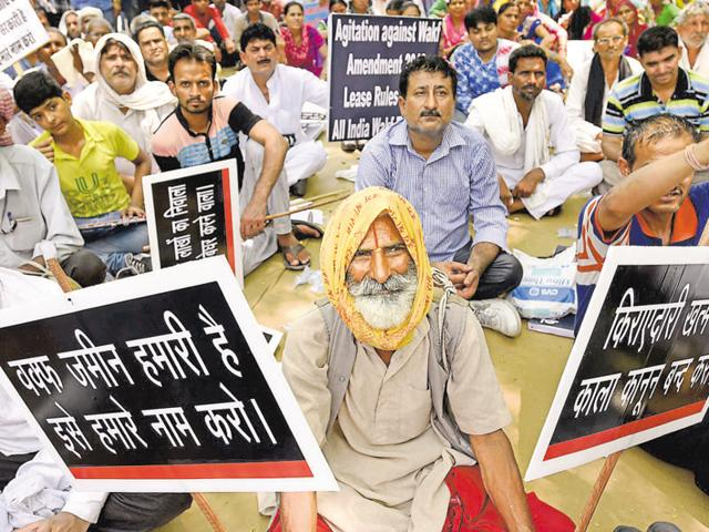 Traders and tenants at a protest against the new Wakf lease law at Jantar Mantar on Sunday.