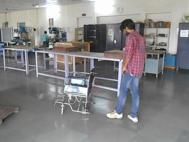 Voice-controlled wheelchair,Bihar student,Ashutosh Prakash