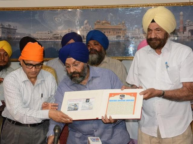 LN Sharma, chief postmaster general, Delhi, releasing the postal cover to commemorate the tricentenary of martyrdom of Baba Banda Singh Bahadur; along with Manjit Singh GK, president of Delhi Sikh Gurdwara Management Committee , and Tarlochan Singh, former chairman, National Commission for Minorities.