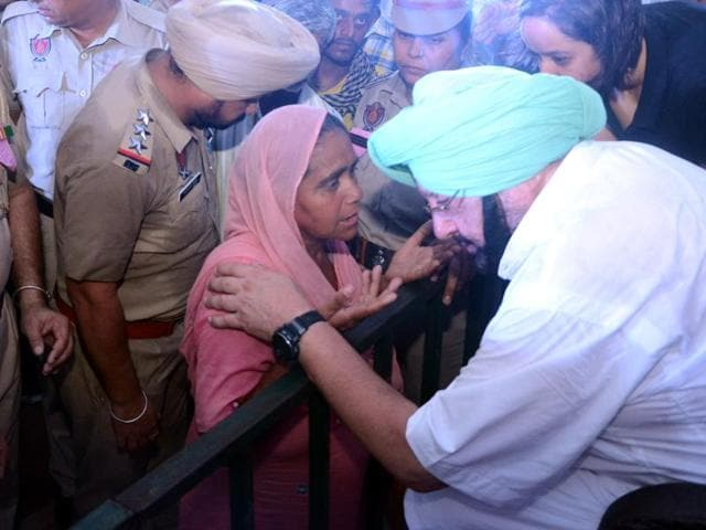 Punjab Congress chief Captain Amarinder Singh interacting with a woman during 'Lokan Da Darbar' as part of 'Halke Vich Captain' programme at Jalalabad in Fazilka on Sunday.
