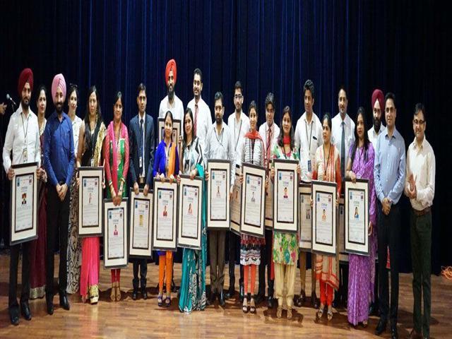 New Delhi: President Pranab Mukherjee meeting teachers attending In-Residence Programme for Award winning school teachers from states/Union Territories, at Rashtrapati Bhavan, New Delhi, May 23, 2016