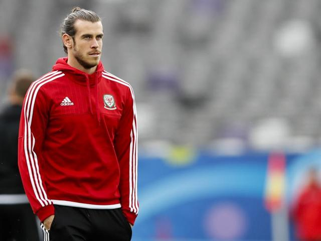 This combination of pictures shows Wales' forward Gareth Bale (R) and Russia's forward Alexander Kokorin. Wales take on Russia in their final Group B match of Euro 2016 in Toulouse on June 20, 2016.