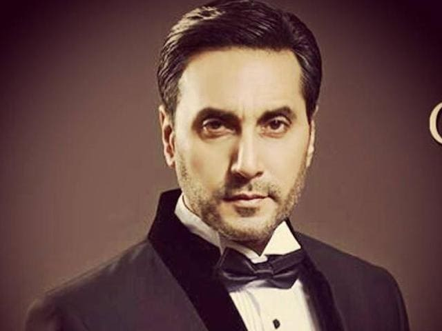 Pakistani actor Adnan Siddiqui  is amazed to see that even after reaching such heights in her career, Sridevi is humble and wonderful.