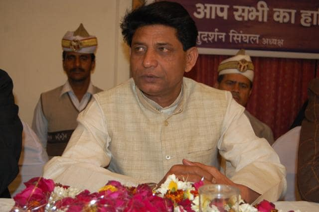 Narayan Singh Suman, former horticulture minister in Mayawati's cabinet, and his son and former member of the legislative council, Dr Swadesh Kumar Suman (Veeru), were expelled from the Bahujan Samaj Party on Monday evening.