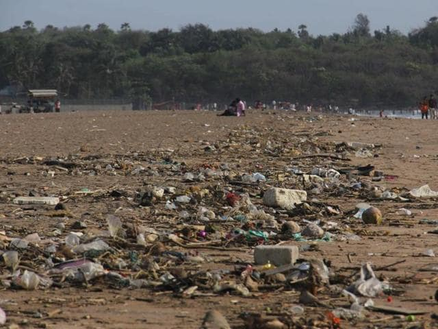 A study by the ReefWatch Marine Conservation found Juhu beach (above) apart from Versova and Aksa to be the most polluted in the city.(Satish Bate/ HT Photo)