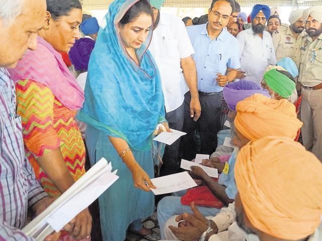 Harsimrat Kaur Badal,Union food processing minister,sangat darshan