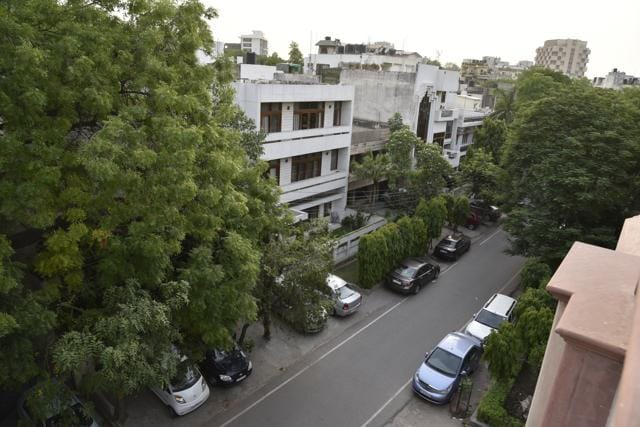 The area is known to be one of the greenest neighbourhoods of south Delhi and home to eminent writers and journalists.