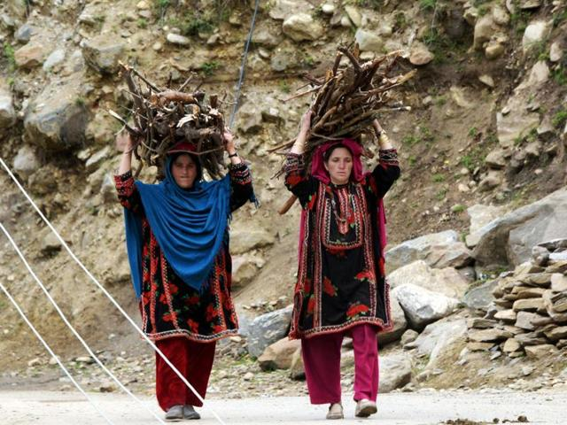 Pakistan,multidimensional poverty report,four of 10 Pakistanis live in acute poverty