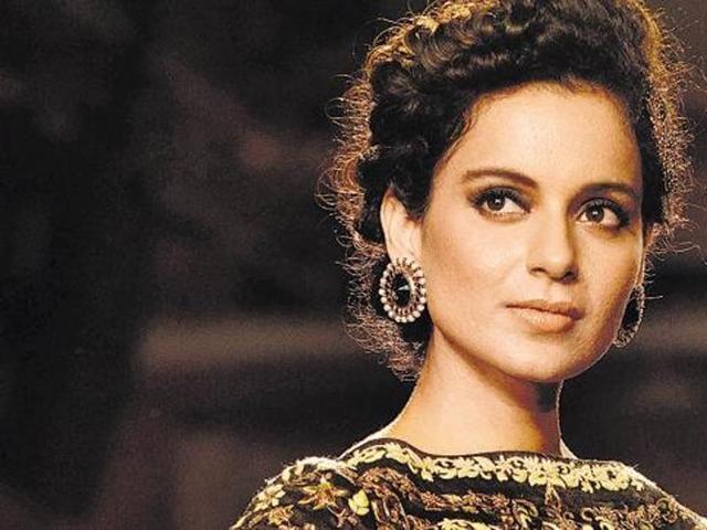 Kangana Ranaut walks the ramp for designer Anju Modi at India Couture Week 2014. (Getty Images)
