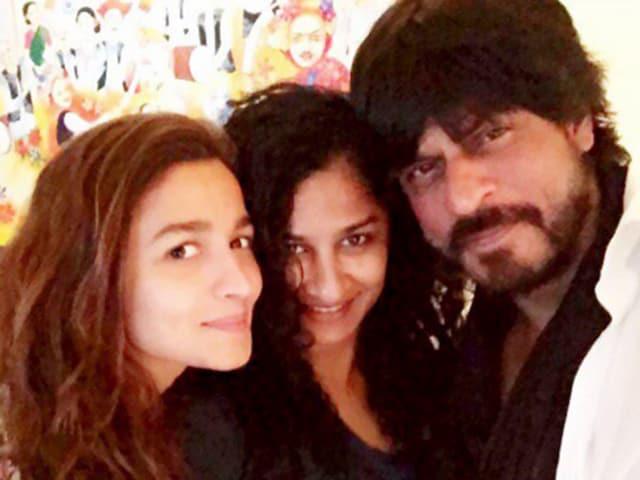 Alia Bhatt and Shah Rukh Khan with director Gauri Shinde.