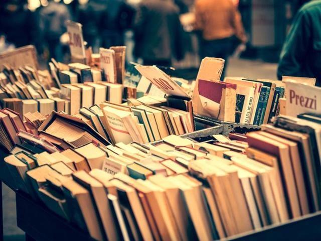 Book Sale,Harper Collins,Garage Sale