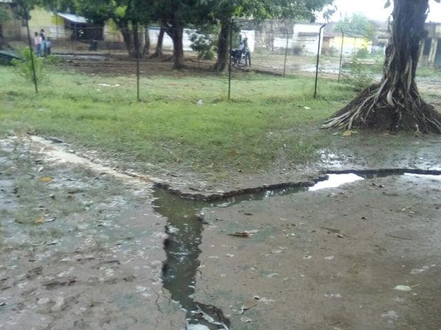 A piece of land cracked up in Patna after heavy showers, lightning strike the area.